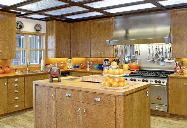Frank Sinatra's old kitchen and Ronson Foodmatic at Villa Maggio.