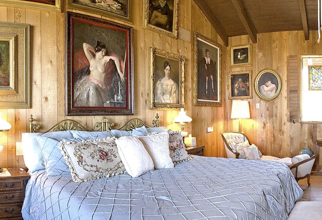 Frank Sinatra's bachelor bedroom at Villa Maggio.